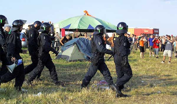 CzechTek 2004 Bonnov&nbsp;&ndash; policejn tkoodnci