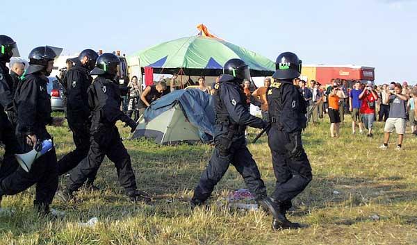 CzechTek 2004 Boněnov– policejní těžkooděnci